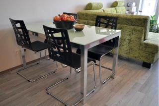 Pevné jídelní stoly